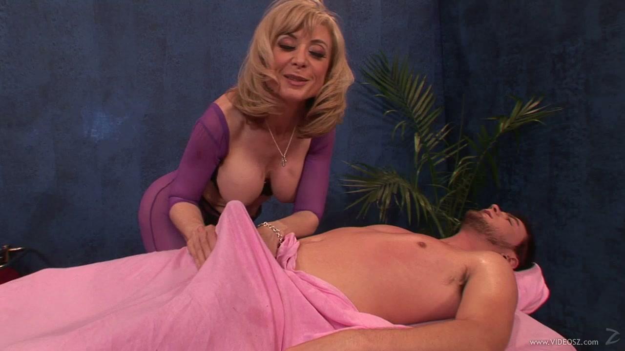 mom busty giving handjob